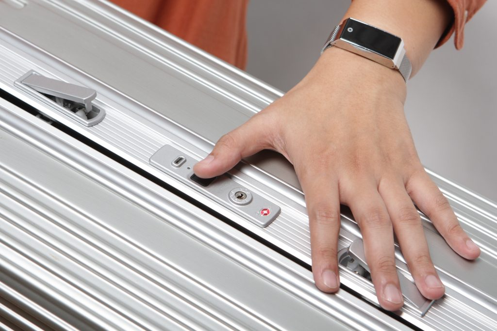 smart luggage fingerprint
